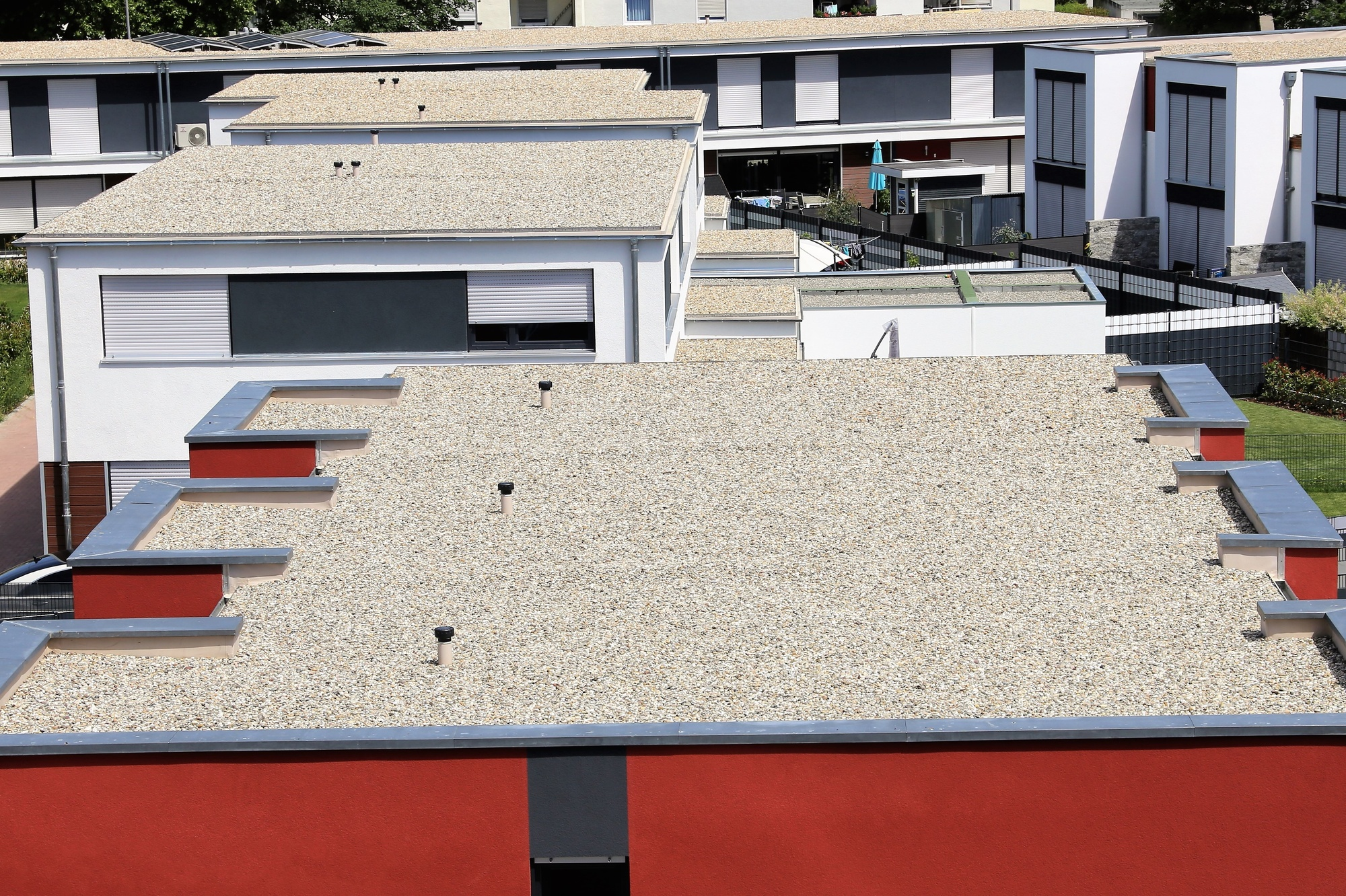 Flat Roof Contractors: The Benefits of Installing a Flat Roof